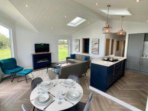 Seven-Springs-Super-Lodge kitchen dining room